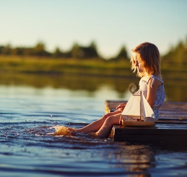 https://media.holidayparkspecials.co.uk/images/cms/hpinspirationswimming-lake-604a0e361cff6.jpg