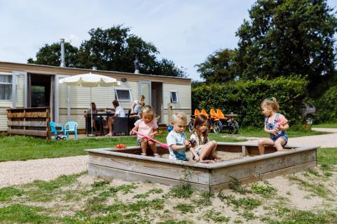 4-person mobile home/caravan Zeearend